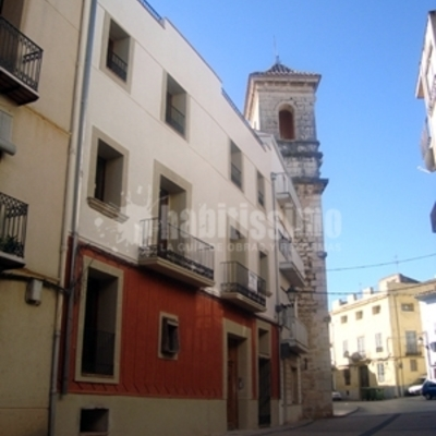 Rehabilitación integral de edificio y fachada en San Mateu, Castellón