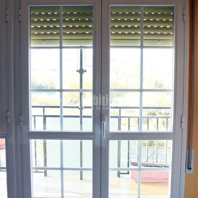 Puerta de aluminio combinada