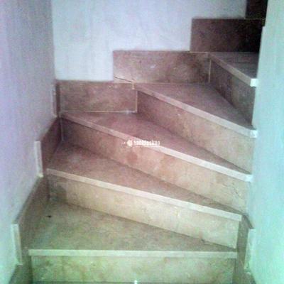Buhardilla Y Solado De Mármol Escalera Y Solado De Hormigón Impreso