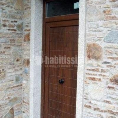 Construcción de casa rústica en Oleiros