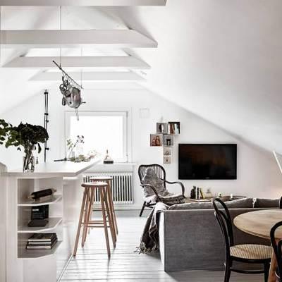 Una buhardilla en blanco y negro de 50 m2