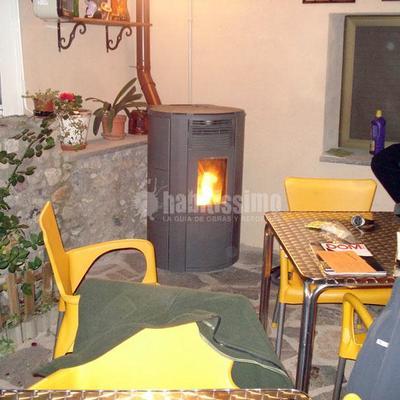 Estufa de pellets en terraza de cafetería en Bellver de Cerdanya (Lleida)