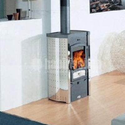 Estufa de leña con terminación en acero inoxidable instalada en Tarragona MODELO ARCO INOX