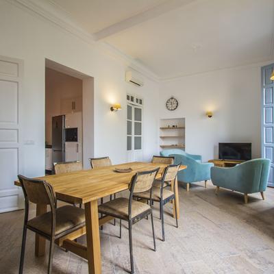 Un piso antiguo con encanto y muy abierto
