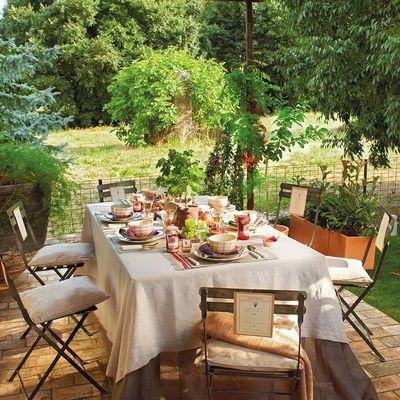 Disfruta de una velada inolvidable: ideas para decorar la mesa de tu jardín