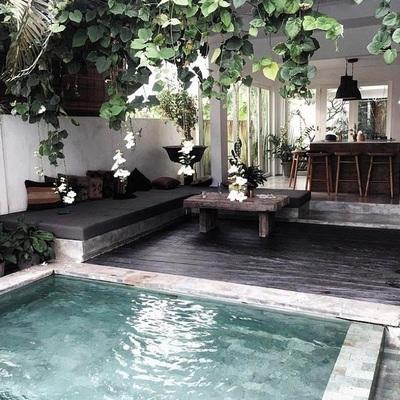 7. Piscina tropical