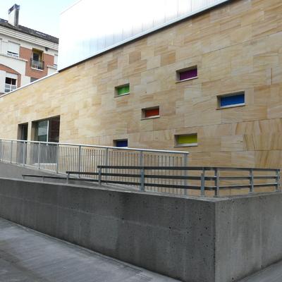 Acceso trasero desde el antiguo edificio del colegio 3