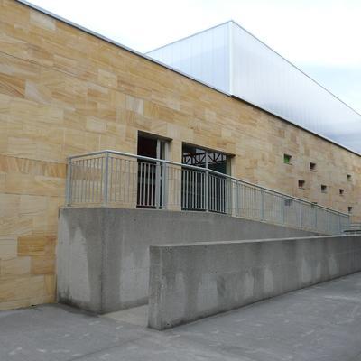 Acceso trasero desde el antiguo edificio del colegio 5