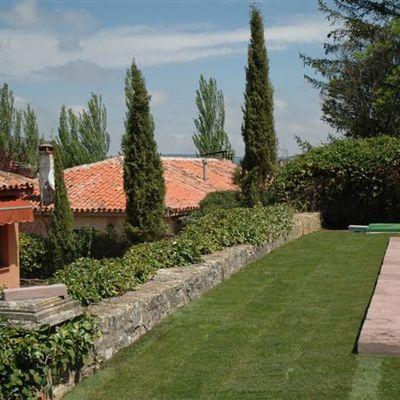 Piscina en un jardín de Sigüenza