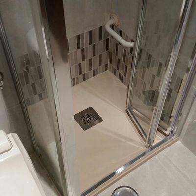 Cambio de plato de ducha por plato de ducha antideslizante especial para personas con movilidad reducida en Madrid