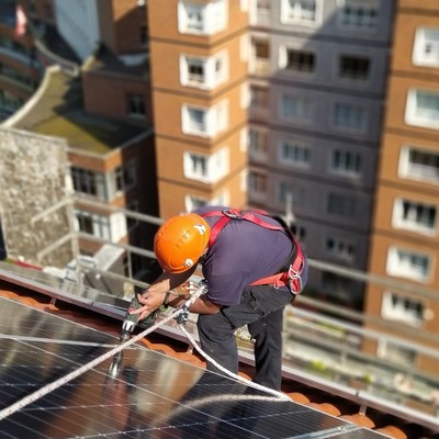 Instalacion paneles fotovoltaicos edificio de viviendas