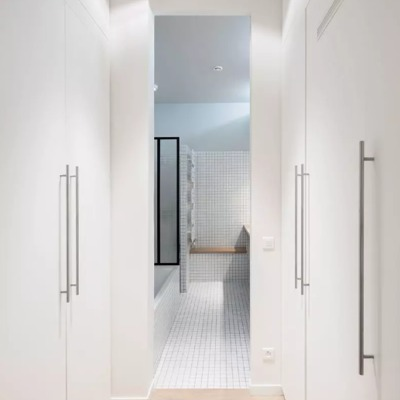 Simple pero elegante: apartamento parisino que multiplica la luz