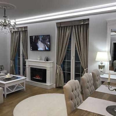 Ambiente salón con las cortinas instaladas