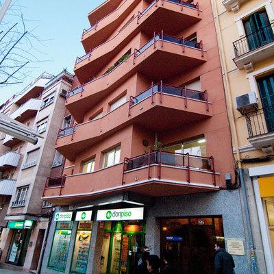 Anselm Clave: reforma de fachada en Cornellà de Llobregat