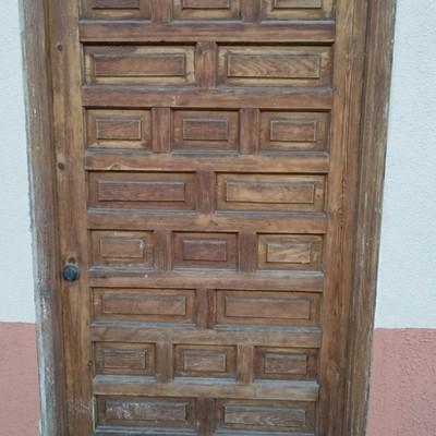 Restauración de puerta al exterior.
