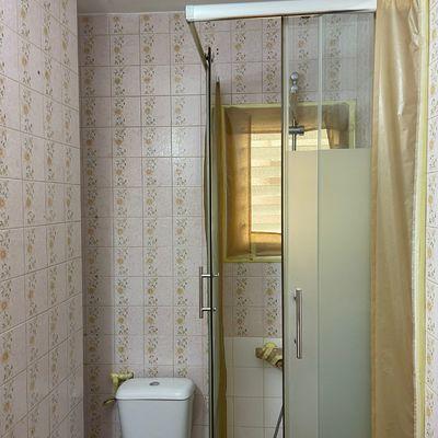 Esmaltado de azulejos de baño.