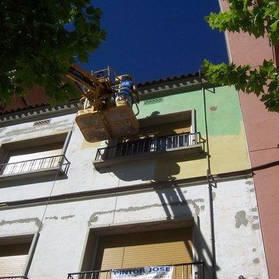 Pintado de Fachada de tres Plantas en Barbera del Vallés