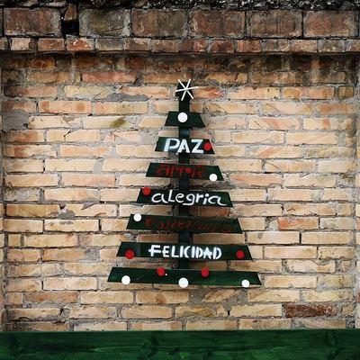 Árboles de Navidad hechos con palés
