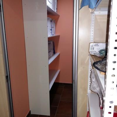 Convertir viejo almacén en cuarto de archivo.