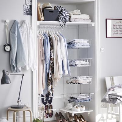 armario con cestas organización