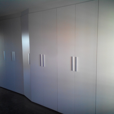armario doce puertas