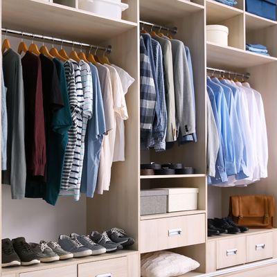 Consejos para organizar tu ropa en armarios pequeños