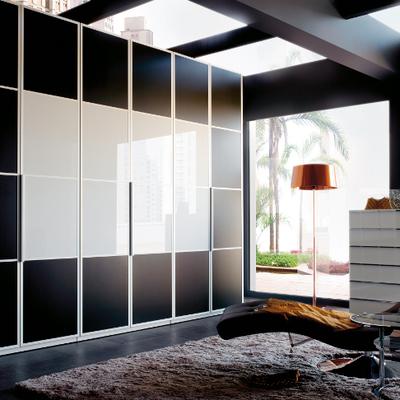 armario lacado negro y cristal