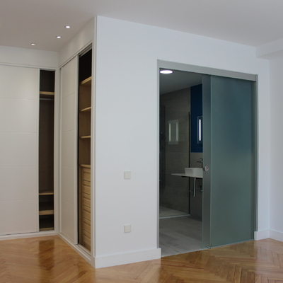 Ideas y fotos de puertas correderas cristal en madrid para - Puerta corredera cristal bano ...