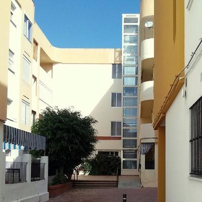 Implantación de ascensor en patio de comunidad, Cádiz.
