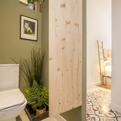 Vivienda de los años 60 reformada y adaptada para apartamento turístico de 4 habitaciones y dos baños en el centro histórico de Sevilla.