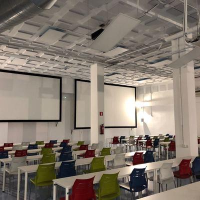 Paneles acústicos en aula