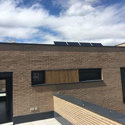 Aerotermia con fotovoltaica en una vivienda adosada en Madrid
