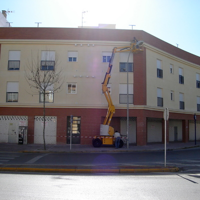8 Viviendas, 5 Adosados, Locales Y Garajes. Avenida De España, Glorieta Comunidad Autónoma De Valencia, Calle Esperanza Y Calle Bahía De Cádiz, Dos Hermanas (Sevilla).
