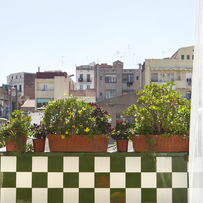 balcón col alicatado de colores