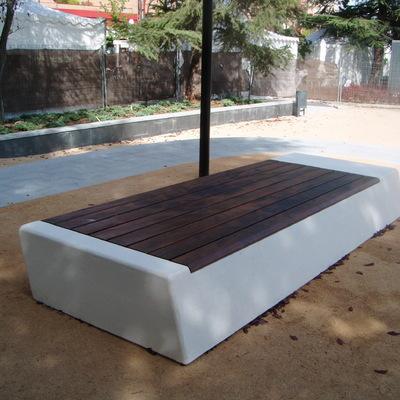 Banco hormigón con asiento en madera