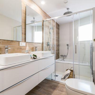 Cómo incluir una bañera en un cuarto de baño pequeño