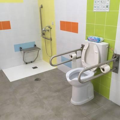 Baño accesible discapacitados.