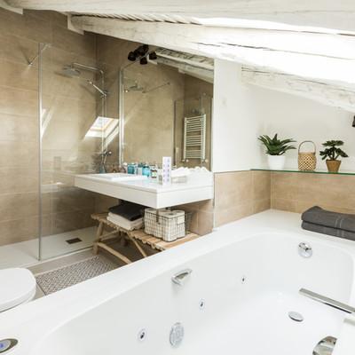 Baño en buhardilla