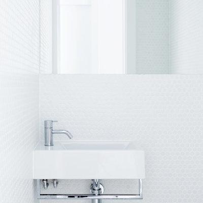 Baño con azulejos hexagonales