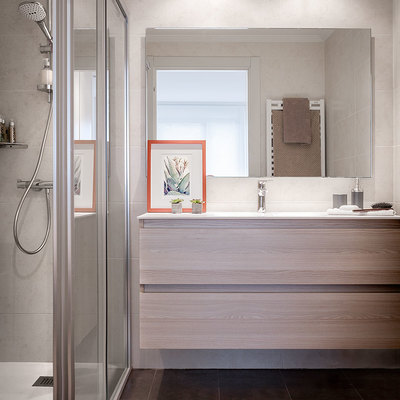 Baño con ducha en habitación principal