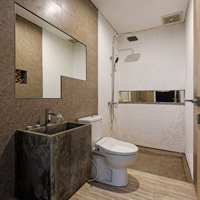 Baño con lavabo de microcemento