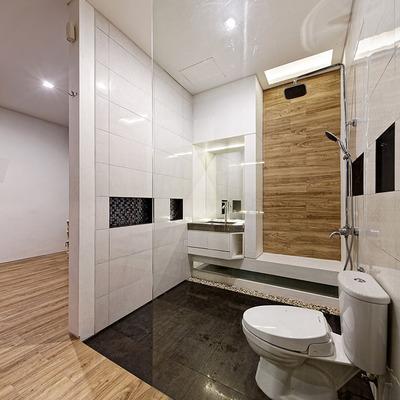 Baño con mampara de vidrio