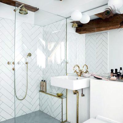 Baño con suelo de microcemento