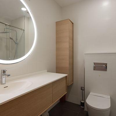 4 reformas para ganar mucho espacio en un baño pequeño