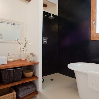 Baño en negro