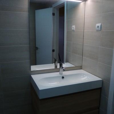 Reforma completa de baño, sustitución de carpintería interior y reforma de la instalación eléctrica, Málaga