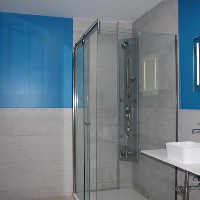 Baño infantil, revestimeito, ducha, lavabo criferia