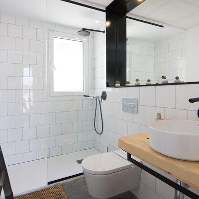 Dónde colocar cada colgador y estante en el baño