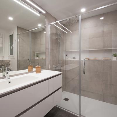 Baño moderno y elegante
