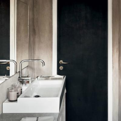 Baño puerta negra